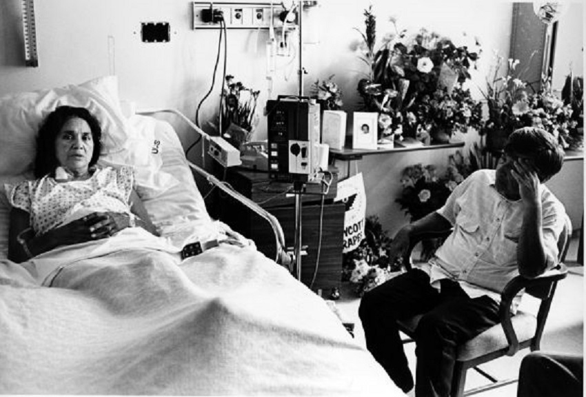 Cesar Chaves visits Dolores Huerta in hospital 1988