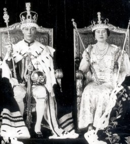 The royals who bravely refused to leave both their people and their continent despite being the monarchs who were the most in danger's way - King George VI and Queen Elizabeth of England.