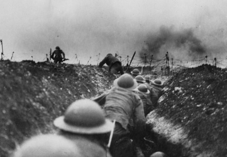 British troops rush to make an advance from their trenches on the Western Front. (historyboomers.blogspot.com)
