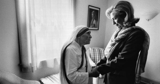 Mother Teresa and then First Lady Hillary Clinton at the opening of the Mother Teresa Home for Infants in Washington, DC in 1995.
