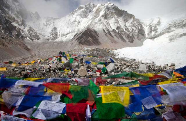 Mt. Everest avalanche 041814 16 mountain guides dead