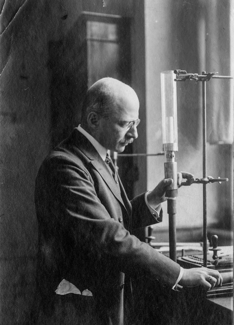 Fritz Haber facing right